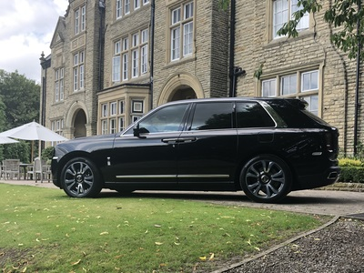 Black Rolls Royce Cullinan car Hire