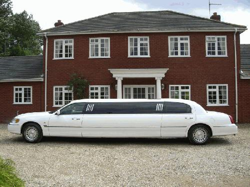 Chauffeur stretched white Lincoln Millenium Town Car limousine 8 seater with TV, DVD and Mirror bar in East of England, Peterborough, Huntingdon, Stanford, King's Lynn, Norwich, Great Yarmouth, Lowestoft, Wisbech, Spalding, Cambridge, Cambridgeshire, Bedford, Bedfordshire, Newmarket, Bury St Edmunds, Suffolk, Norfolk, Lincolnshire, Northampton, Northamptonshire, Kettering, Leicester and Sudbury.